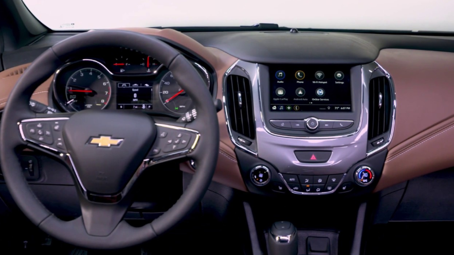 2019 Chevrolet Cruze Interior Review